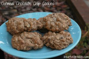 Oatmeal-chocolate-chip-cookies-1024x682